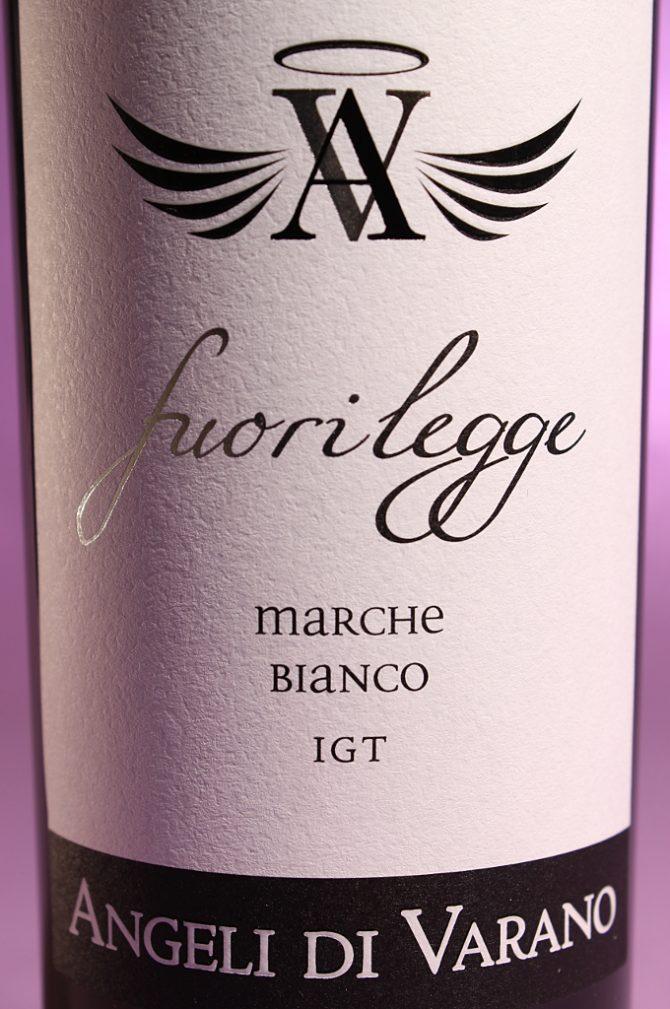Etichetta del vino Fuorilegge, Marche Bianco IGT prodotto dall'azienda agricola Angeli di Varano